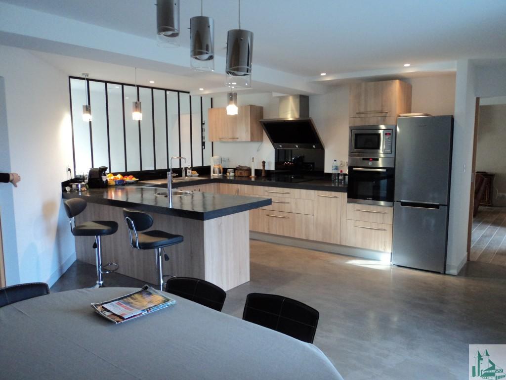 Maison d 39 habitation immobilier viller al for Cuisine 6 metre carre