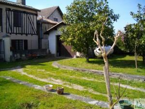 rara maison de village mitoyenne